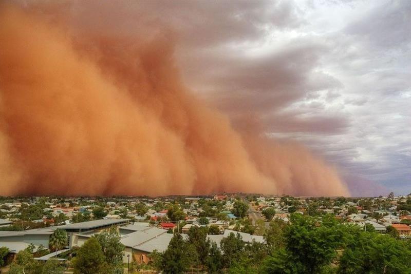 """Nuvem de poeira """"Godzilla"""" que vem do Saara está a caminho das ..."""